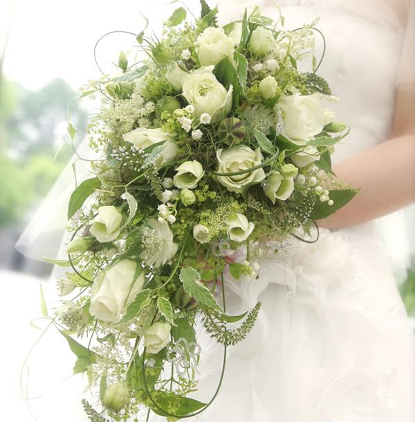 ブーケイメージ No. 5 : ティアドロップブーケ 大輪のカサブランカの蕾~満開の花... ア